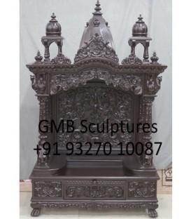 लकड़ी के हाथ से बने हुए मंदिर